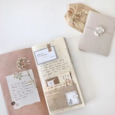 Discover recipes, home ideas, style inspiration and other ideas to try. Bullet Journal Notebook, Bullet Journal School, Bullet Journal Inspo, Bullet Journal Ideas Pages, Art Journal Pages, Kunstjournal Inspiration, Art Journal Inspiration, Cadeau Couple, Bullet Journal Aesthetic