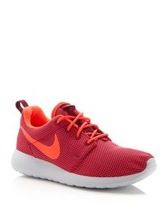 premium selection a2aaa cf7e0 This Nike sneaker, which offers cushioned support and maximum ventilation,  features an understated design