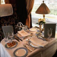 Pin for Later: Seht die Highlights der Dior Modenschau in England Während der Zugfahrt wurde ein exquisites Lunch-Menü serviert