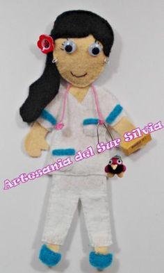 Nuevo artículo!!!! ya no disponible. Broche o llavero enfermera fieltro personalizada por clienta por foto y complementos.