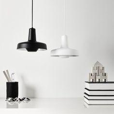 Arigato er en flot og unik pendel, hvor lyset reflekteres fra den hvide inderside, og det giver et blændfrit og diffust indirekte lys, der egner sig over køkkenbordet og spisebordet samt mødebordet. #luxolivingdk #indretning #boligindretning #homedecor #myluxoliving #boliginspiration #interior #interiør #interiordesign #inspiration #nyheder #homeinspiration #køkken #grupadesign Ceiling Lights, Lighting, Pendant, Inspiration, Instagram, Home Decor, Design, Black, Products