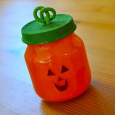 These BABY FOOD JAR PUMPKINS would make a great kid's craft!