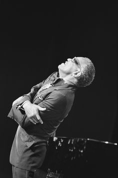 Ray Charles, embracing his audience at the North Sea Jazz Festival in The Hague, on July 9, 1983. Photo by Rob Bogaerts.