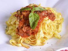 Receta | Pasta con salsa de tomate, aceitunas y albahaca - canalcocina.es