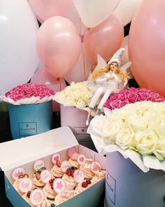 Flowers, balloons, and cupcakes! Perfect  #simple