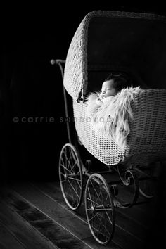 I'd love a pram like this one! Its gorgeous and classic
