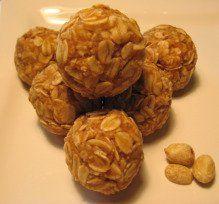 easy homemade dog treats-peanut butter oat balls