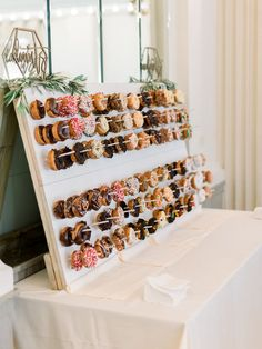 Step-by-step tutorial on how to create your own donut display for your wedding! Step-by-step tutorial on how to create your own donut display for your wedding! Step-by-step tutorial on how to create your own donut display for your wedding! Diy Dessert, Dessert Bars, Dessert Table, Wedding Donuts, Wedding Desserts, Wedding Cakes, Wedding Snacks, Donut Wedding Cake, Deco Champetre