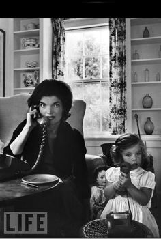 Jackie talks on the telephone as Caroline mimics her on a toy phone, at home in Hyannisport, Mass., Sept. 30, 1960. Jackie Kennedy, Kennedy Wife, Les Kennedy, Carolyn Bessette Kennedy, Jaqueline Kennedy, Jackie Jackie, James Dean, Marilyn Monroe, Rare Pictures