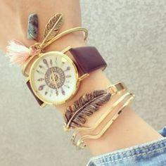 El reloj de cuero pluma, es tendencia esta temporada. Si buscas accesorios originales, para completar tus looks, los accesorios con detalles plumas, son imprescindibles está temporada. Descubre …