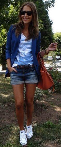 Idée et inspiration look d'été tendance 2017 Image Description Blue Blazer, pantalón, tenis blancos