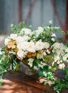 wild greens and ivory flowers Fall Wedding Bouquets, Floral Wedding, Elegant Wedding, White Flowers, Beautiful Flowers, September Wedding Flowers, Spanish Wedding, Fall Arrangements, Seasonal Flowers