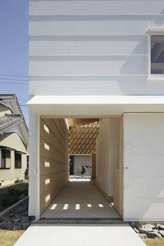 Autre vue de l'extérieur de la maison japonaise du côté de l'entrée