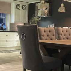 #Repost @ingunnegeberg #classicliving #classicliving #classy #homedesign #house #furnitures #møbler #interiør #interior #furniture #home #interiorlovers  #housedecor #interiorpassion #decoration #design #vakrehjemoginteriør #housestyling #homestyling #classy  #vakrehjem #nordiskehjem #nordicinspiration #boligpluss #bobedre #skandenaviskehjem #finahem #classichomes  #interiordesign #interiorstyle