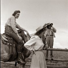 vintage everyday: Rarely Seen Vintage Photos of American Cowgirls from the 1940s