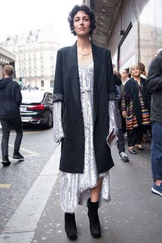 After contemplating the finest shows of Paris Haute Couture Fall/Winter 2016, it is towards street styles that we turned our head with some haute inspirations!