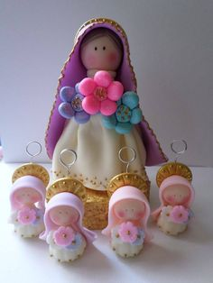 top cake and favors Polymer Clay Dolls, Polymer Clay Projects, Gum Paste Flowers, Cute Clay, Ideas Para Fiestas, Pasta Flexible, Salt Dough, First Communion, Cold Porcelain
