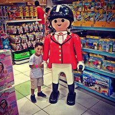 Não pode ver um boneco que já pede pra tirar foto..! #playmobil #príncipe ❤️