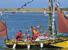 France, Basse-Normandie,  Dives-sur-Mer Emotion et festivités à la fête de la mer La fête de la mer bat son plein à Port Guillaume. La matinée a été consacrée à l'hommage des marins pêcheurs disparus en mer.