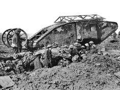 【マークⅠ菱形戦車】第一次世界大戦の欧州での戦闘は、塹壕を掘り睨み合い、突撃してきた兵隊を機関銃で薙ぎ倒すというもの。…