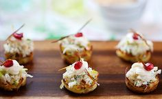 Potato Nests with Crab and Apple Topping from La Tartine Gourmande Appetizers For Party, Appetizer Recipes, Dinner Parties, Keto Recipes, Apple Topping Recipe, Southern Style Potato Salad, Appetisers, Savoury Cake, Finger Foods