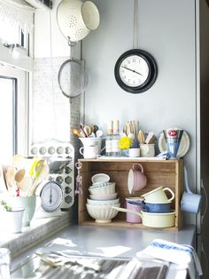 """3 Stylish Solutions for Countertop Storage to Avoid that """"Everything Just Shoved Against the Wall"""" Look"""