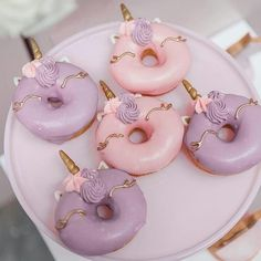 The world needs donuts! Take a look at these delicious and cute doughnuts! - Page 13 of 55 - slleee Perfect for a pastel unicorn birthday party! Unicorn Themed Birthday, Unicorn Party, Unicorn Donut, 5th Birthday, Unicorn Balloon, Birthday Ideas, Unicorne Cake, Cupcake Cakes, Unicorn Foods