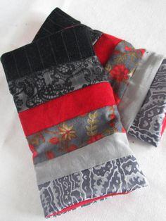 Stulpen Stoff gefüttert grau rot Muster von Augenblickchen auf Etsy Half Gloves, Arm Warmers, Throw Pillows, Cuffs, Etsy, Band, Women's, Dressmaking, Recycling