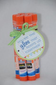 Simple Teacher Gift Idea: Give your kids' teacher the gift of a glue stick bouquet for the first day of school. They'll love the gesture and the extra school supplies!
