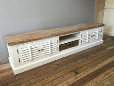 Landelijk wit tv meubel met shutters en mand. 220 cm. AW1028
