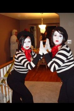 DIY Halloween Costumes for Work that are Simply Perfection - Ethinify Über 100 DIY-Hallow. Work Group Halloween Costumes, Halloween Diy, Halloween Desserts, Halloween 2019, Pantomime, Piglet Costume, Hunger Games Costume, Monster Inc Costumes, Addams Family Costumes