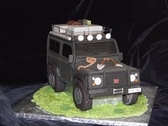 Sweet off-roading, who wants a piece? [PIC] shared by Scott Meredith on FB with @arbil4x4 #landrover #cake #sweet