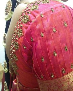 Choose the perfect saree blouse sleeve design according to the occasion as well as the saree. Here are Trendy Blouse Sleeve Designs for the unique Bridal Look. Blouse Designs High Neck, Simple Blouse Designs, Stylish Blouse Design, Fancy Blouse Designs, Sleeves Designs For Dresses, Sleeve Designs, Wedding Saree Blouse Designs, Pattu Saree Blouse Designs, Designer Blouse Patterns