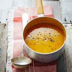 Kies jij vandaag voor deze makkelijke pompoen-appelsoep? Een heerlijke, snelle soep voor een koude dag. Bovendien een soep die veel kinderen heerlijk vinden! Serveer met een brood of een lekkere salade.