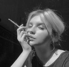 Badass Aesthetic, Bad Girl Aesthetic, Grunge Photography, Girl Photography Poses, Girl Pictures, Girl Photos, Maquillage On Fleek, Tumbrl Girls, Girl Smoking