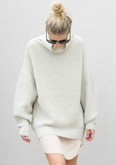 Now is the time to pull out your pullovers, high necks and knitwear. Yes, ladies. We are well and truly in Sweater Weather. Looks Street Style, Looks Style, Style Me, Mode Chic, Mode Style, White Fashion, Look Fashion, Fashion Kids, Woman Fashion
