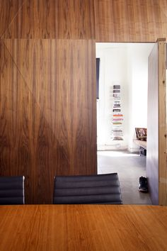 Charmant Buck Offices: Henton Design