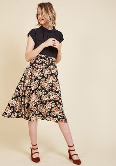 <p>You hear your friend's truck horn outside your window - your trumpet call to scoot this A-line skirt out the door and hop in! Boasting a high waistline and textured crepe fabric printed with ivory and muted pink blossoms, this black bottom looks blissful against every panorama you pass.</p>