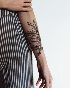Coffee tattoo on forearm//barista tattoo//coffee arabica//coffee plant art Coffee Type, Coffee And Books, Hot Coffee, Coffee Girl, Drip Coffee, Iced Coffee, Large Tattoos, Cool Tattoos, Tatoos