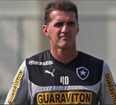 BotafogoDePrimeira: Mancini cansa de esperar e faz papel até de cartol...