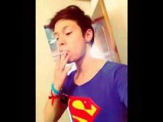 Ah el niño fumando le pega su mamá FAIL