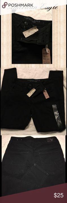 ▪️American Eagle Black Skinny Jeans NWT▪️ Flawless new with tags American Eagle skinny jeans. Size 6 short American Eagle Outfitters Jeans Skinny