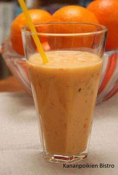 Tyrnimarja-appelsiinismoothie Smoothie Recipes, Smoothies, Superfoods, Glass Of Milk, Berries, Goodies, Food And Drink, Health Fitness, Pudding