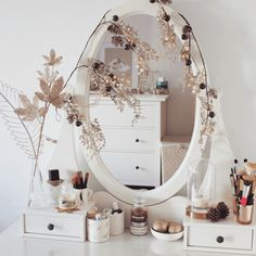 How To Style Your Dressing Table For Each Season Dressing Table With Chair, Dressing Tables, Room Ideas Bedroom, Bedroom Decor, Vanity Room, Makeup Room Decor, Pretty Room, Beauty Room, Beautiful Bedrooms
