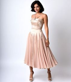 Let the divine drama commence, dames! A refined retro inspired dress exclusive to Unique Vintage, The Dovima is a sumptuous ballerina style swing in a sleek champagne satin and chiffon fabrication. A glittering brooch adorned statement neckline supports a 1950s Bridesmaid Dress, Vintage Homecoming Dresses, 1950s Prom Dress, Retro Dress, Vintage Dresses, Vintage Outfits, Vintage Fashion, Graduation Dresses, Bridesmaids