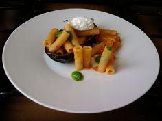 JHS * * * / Tortiglioni la sauce tomate aubergines et ricotta fraîche.Gino D'Aquino