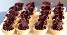 Aprende a preparar esta receta de Ganache de chocolate y coco, por Osvaldo Gross en elgourmet