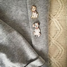 Tag me if you want to be featured Unique hoodies and Tshirts for Pawrent printed in USA link shop in my bio | Credit sumac_veneneuse : Les 2 petits loups qui maccompagnent partout en ce moment #pins #disneypins #refreshpins #instadisney #disneystyle #onehundredandonedalmatians #patch #rolly #dalmatians