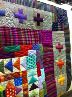 awesome quilt - awesome quilting Krista Withers Quilting: The lure of the Medallion Machine Quilting Designs, Quilting Projects, Quilting Ideas, Longarm Quilting, Free Motion Quilting, Round Robin, History Of Quilting, Flying Geese Quilt, Quilt Modernen