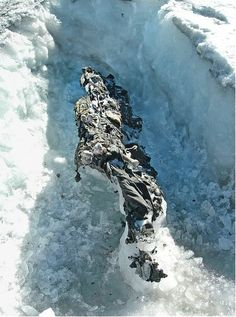 Melting glaciers in northern Italy reveal corpses of soldiers. This photo shows the remains of two Austrian soldiers found on the Presena Glacier in History and WWI World War One, First World, Ww1 Soldiers, Cultura General, Northern Italy, Interesting History, Interesting Stuff, World History, Uk History